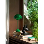 &Tradition Flowerpot VP3 table lamp, signal green