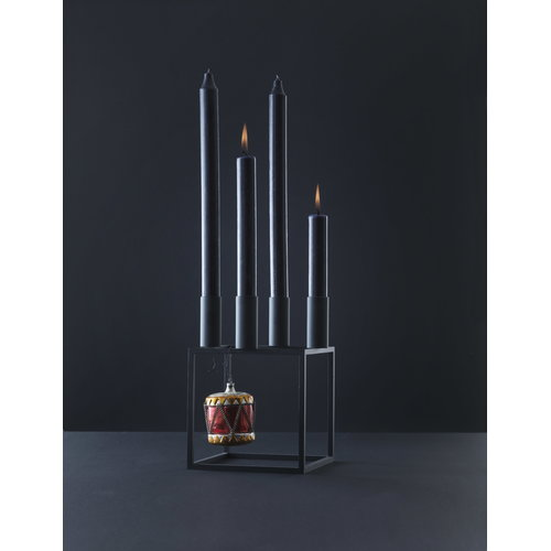 By Lassen Kubus 4 kynttil�njalka, musta