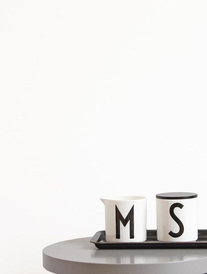 design letters arne jacobsen maitokaadin finnish design shop. Black Bedroom Furniture Sets. Home Design Ideas