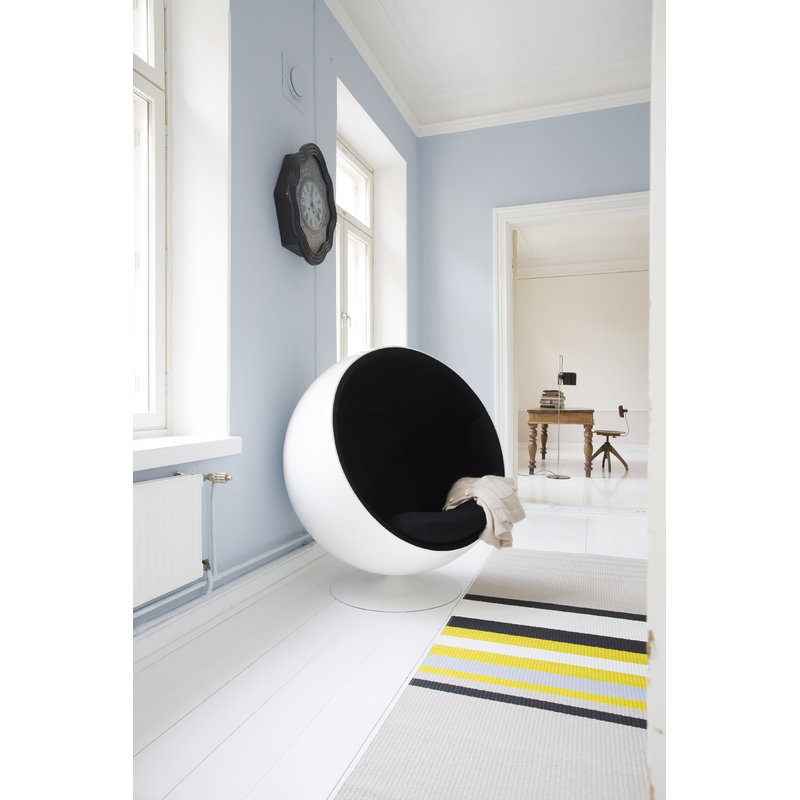 ball chair whiteblack