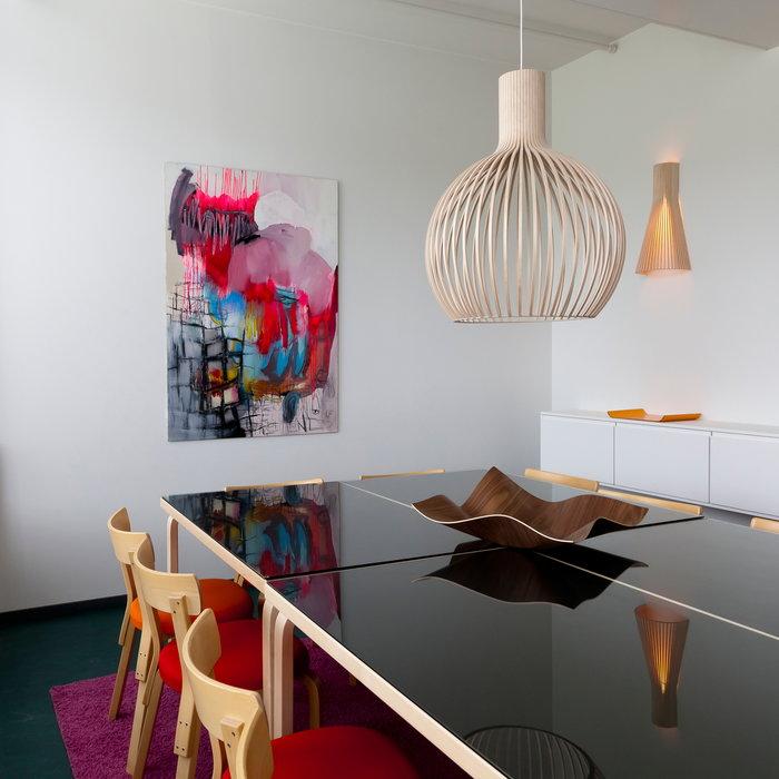 Ruokailutilat Secto Design Showroom Finland Luonnonväri Koivu Pähkinäpuu Secto Octo Tuisku