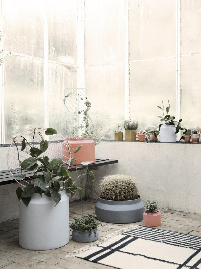 Piante Terrazzo Ferm Living Verde menta Rosa Ottone Grigio Marrone Nero Acciaio Cemento Lana Plant Wall Kelim