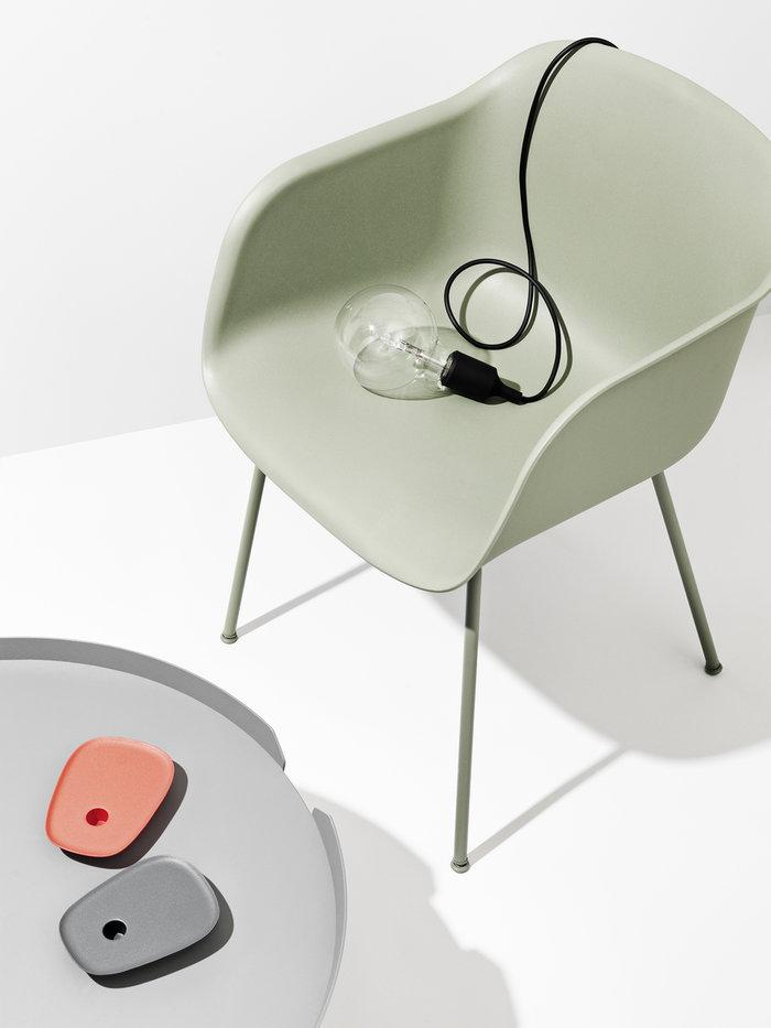Olohuoneet Sisustusyksityiskohta Muuto Harmaa Oranssi Vihreä Musta Saarni Alumiini Around Float Fiber Chair E27