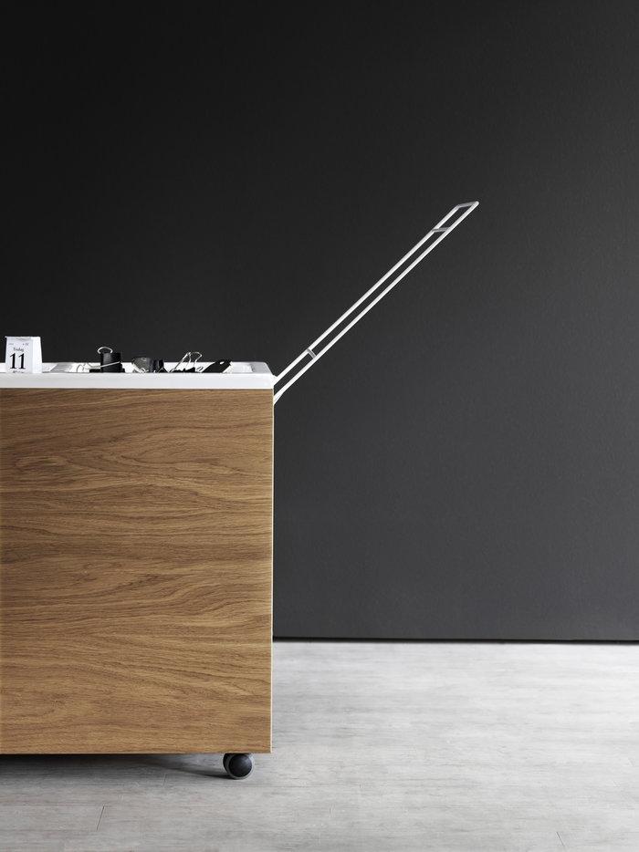Työpisteet Säilytys Sisustusyksityiskohta String Furniture Luonnonväri Tammi String Works