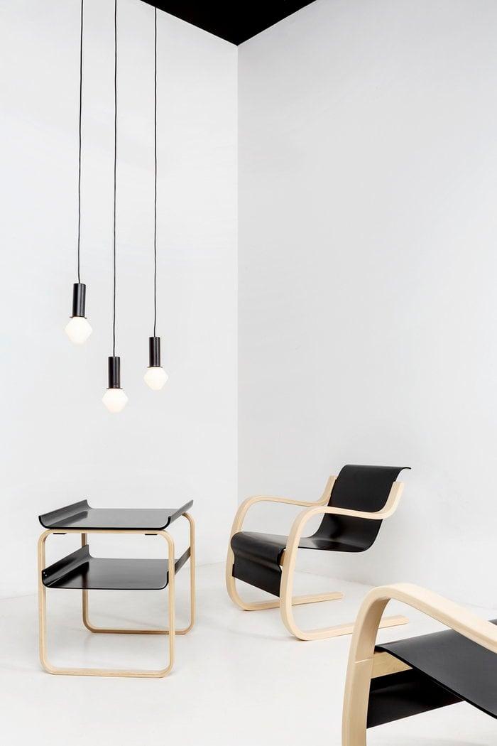 Olohuoneet Artek Musta Koivu Metalli Aalto pöydät