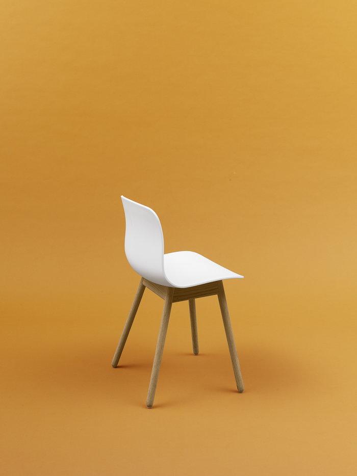 Sisustusyksityiskohta Valkoinen Tammi About a Chair