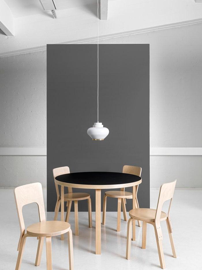 Ruokailutilat Artek Luonnonväri Musta Valkoinen Koivu Alumiini Aalto tuolit Aalto pöydät Aalto valaisimet