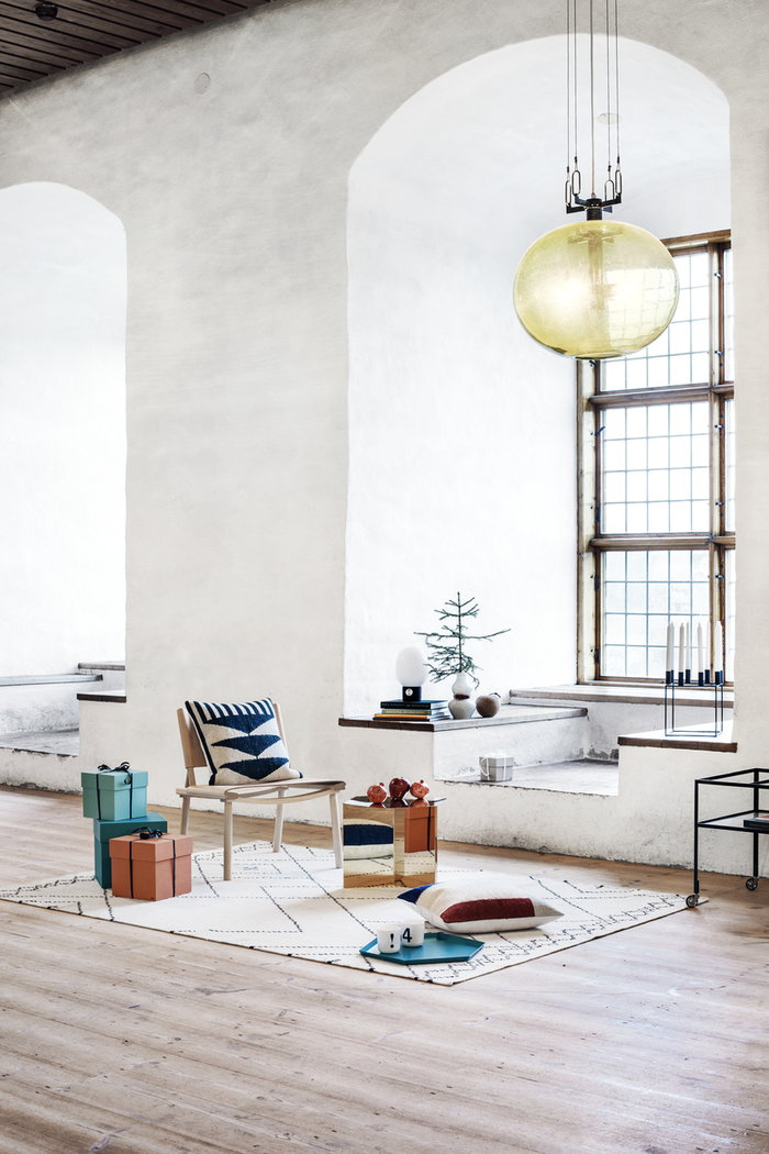 Salotti Natale By Lassen Design House Stockholm Ferm Living Hay Hem MUM's Nikari Playtype Nero Bianco Multicolore Verde Rosso Verde menta Ottone Naturale Ceramica Lana Acciaio Sughero Frassino Kubus Kelim Box Box Kaleido Slit For The Whole Life December Numbers & Glyphs Venti Quattro