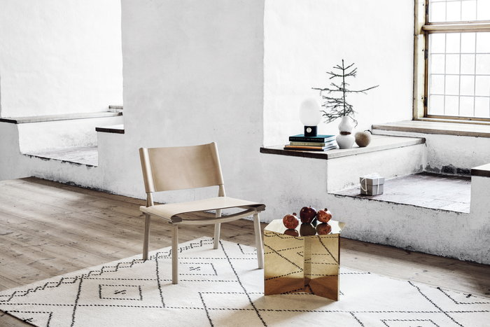 Salotti Natale Design House Stockholm Hay Hem MUM's Nikari Bianco Rosso Ottone Naturale Ceramica Sughero Lana Frassino Box Box Slit For The Whole Life December