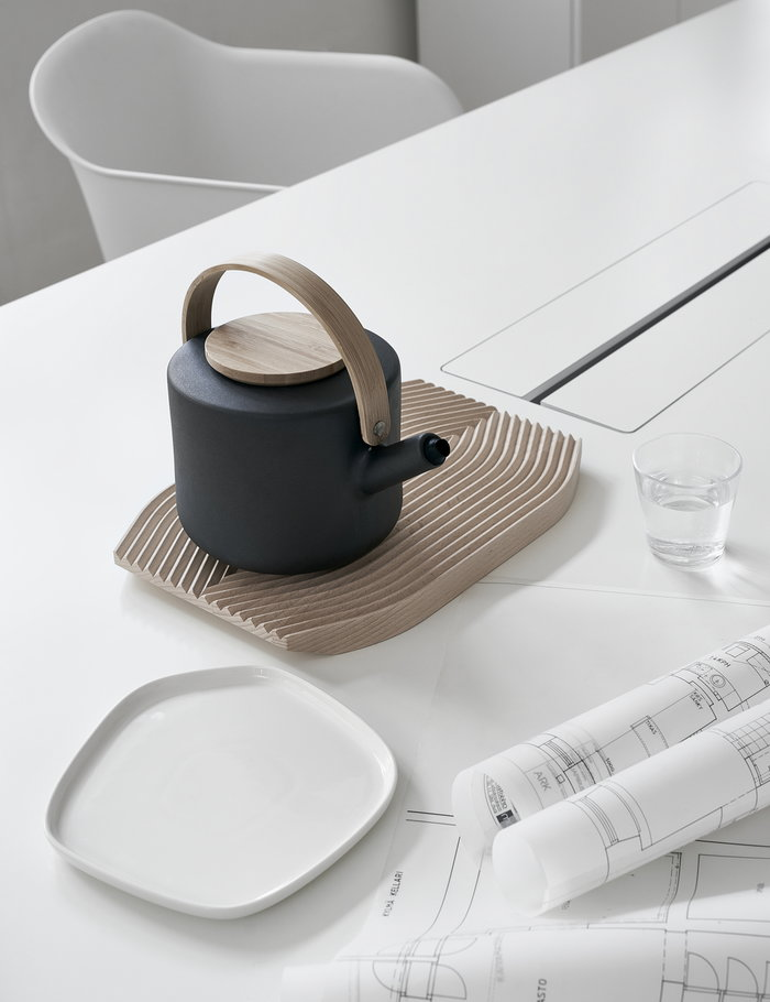 Office Details Hay Iittala Stelton Adi Nature White Clear Black Beech Ceramic Glass Composite Field Kartio Fiber Chair Theo