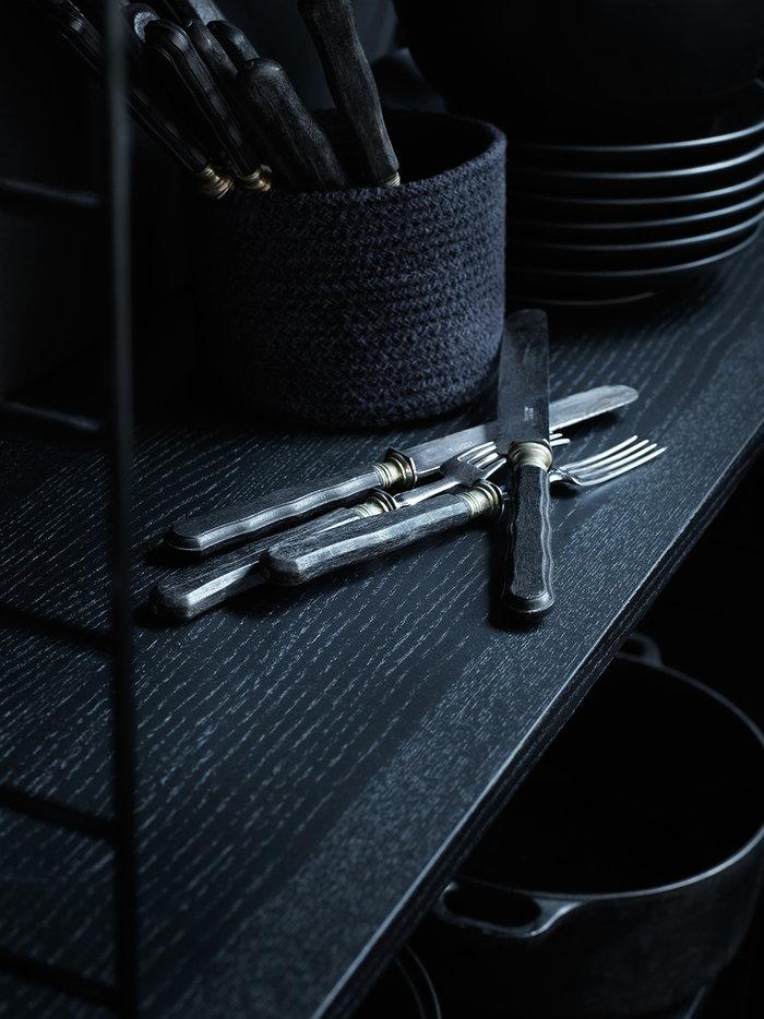 Keittiö Säilytys Sisustusyksityiskohta String Furniture Musta Metalli Saarni String System
