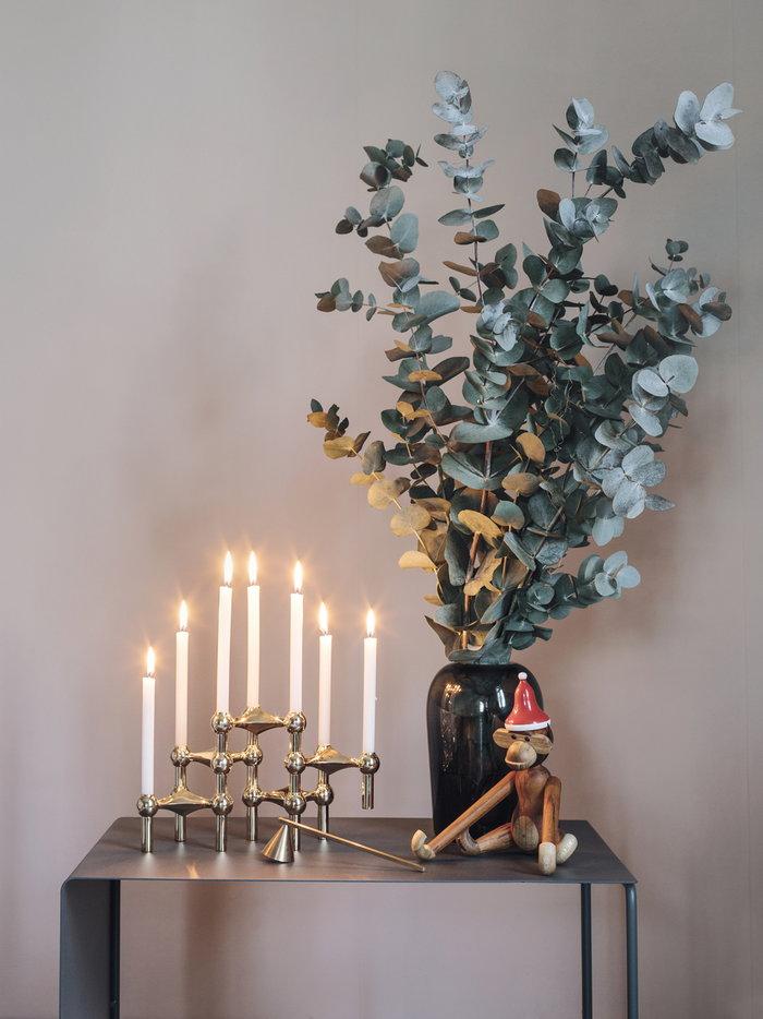 Viherkasvit Joulu Sisustusyksityiskohta Kynttilät Ferm Living Menu Kay Bojesen STOFF Copenhagen Harmaa Messinki Punainen Luonnonväri Valkoinen Metalli Lasi Puu Tiikki Puuesineet