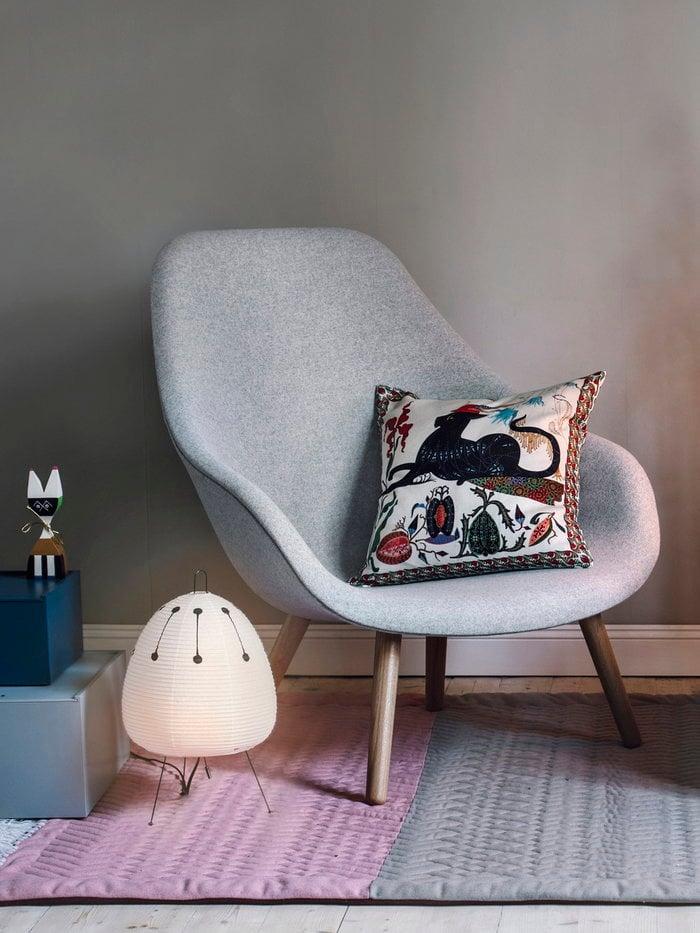 Angololettura Natale Vitra Hay Klaus Haapaniemi Lundia Bianco Multicolore Beige Blu Grigio Carta Legno Lino Pino Oggetti in legno About a Chair System