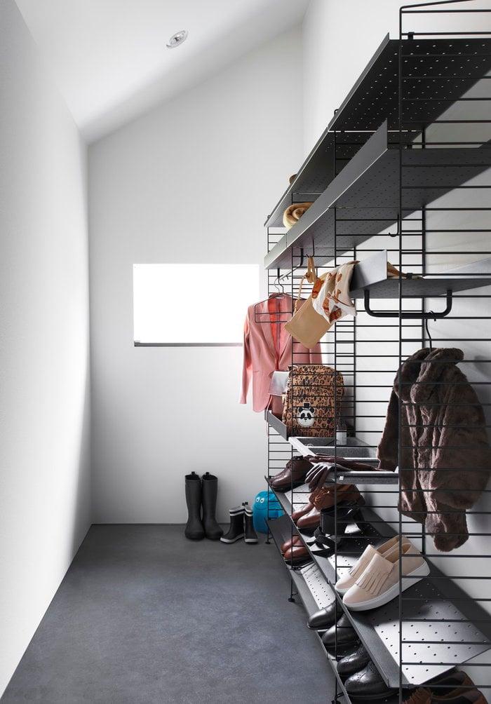 Säilytys Eteinen String Furniture Musta Harmaa Teräs Huopa Metalli String System