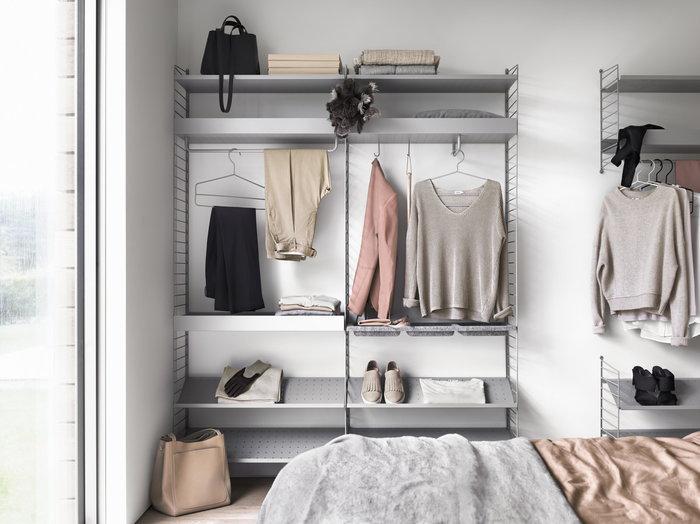 Makuuhuone String Furniture Harmaa Valkoinen Musta Teräs Huopa Metalli String System