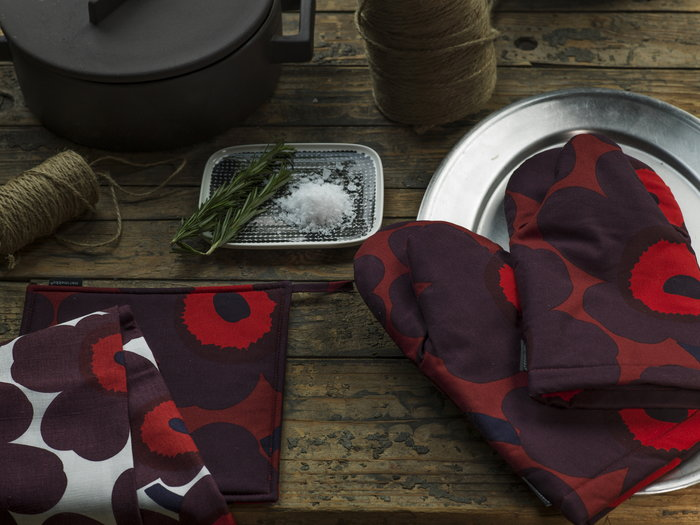 Tablesetting Kitchen Holidays Marimekko Red Black Cotton Ceramic Unikko Räsymatto