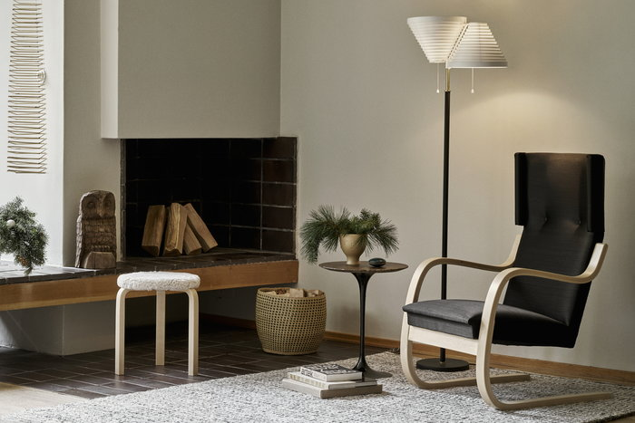 Readingcorner Holidays Fireplace Knoll Artek Black Brass Beige Marble Birch Ceramic Aalto liounge chairs Aalto lightning
