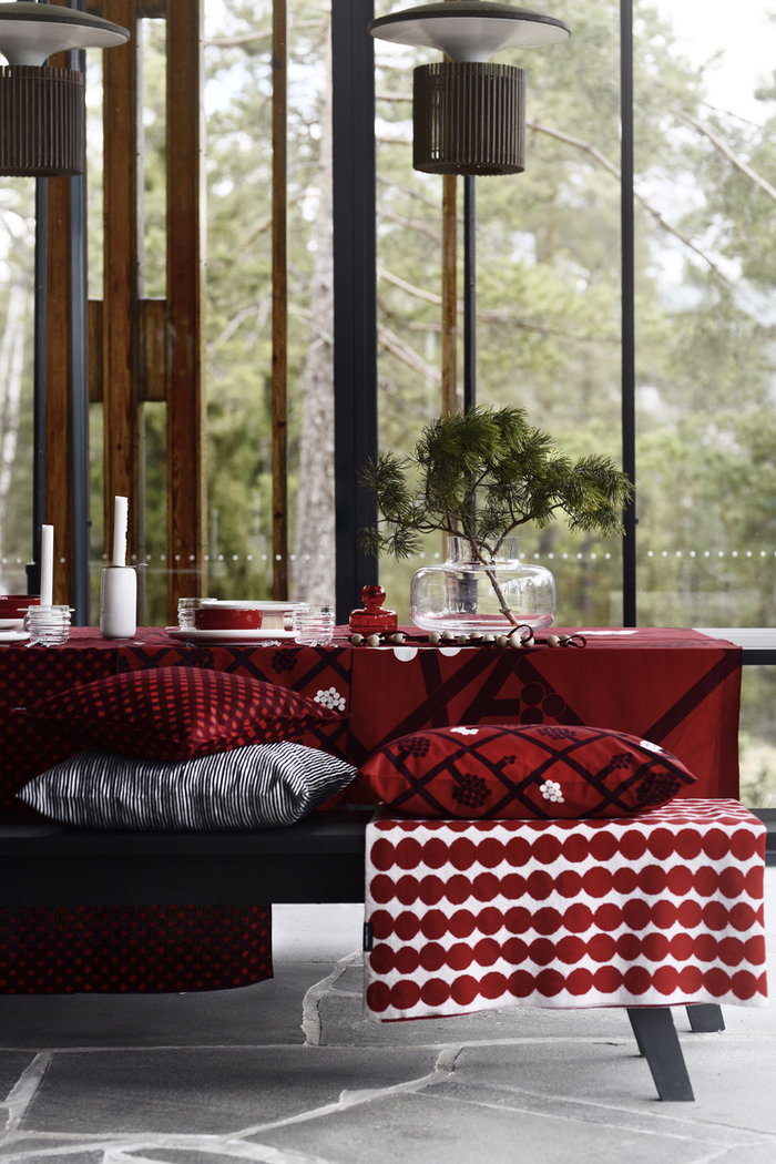 Tablesetting Diningroom Marimekko Clear Multi colour Black White Red Glass Wool Cotton Ceramic Sukat Makkaralla Oiva