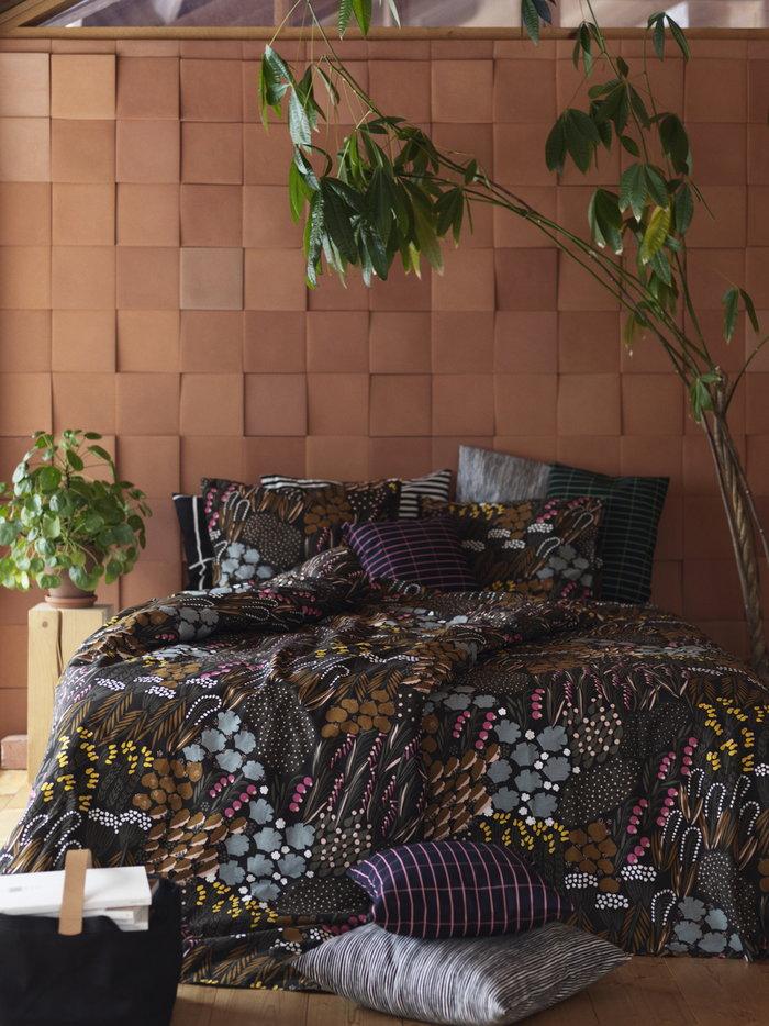 Makuuhuone Marimekko Musta Monivärinen Puuvilla Tiiliskivi Tasaraita