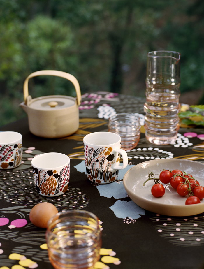 Tablesetting Autumn Marimekko Multi colour Brown Red Ceramic Cotton Glass Oiva Sukat Makkaralla
