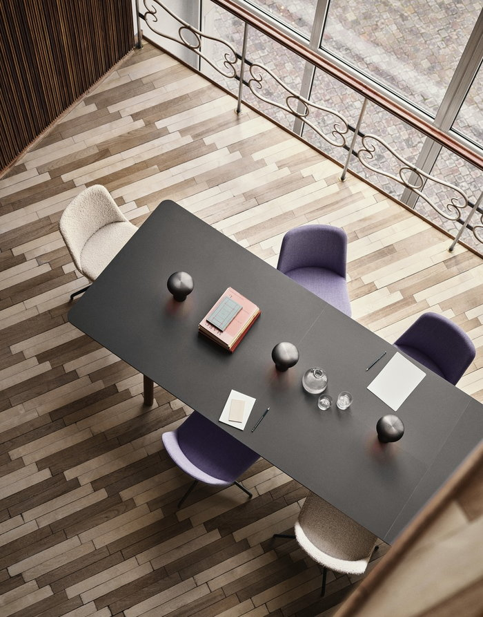 Office &Tradition Brown Walnut Aluminium