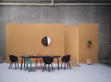 Ruokailutilat Hay Musta Harmaa Punainen Teräs Pyökki Tammi DLM J Collection About a Chair Copenhague