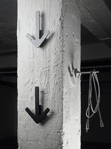 Säilytys Eteinen Design House Stockholm Musta Metalli Arrow
