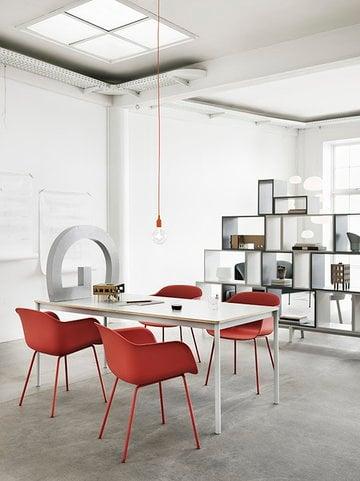 Työpisteet Ruokailutilat Julkiset tilat Muuto Vihreä Harmaa Valkoinen Punainen Fiber Chair Stacked E27