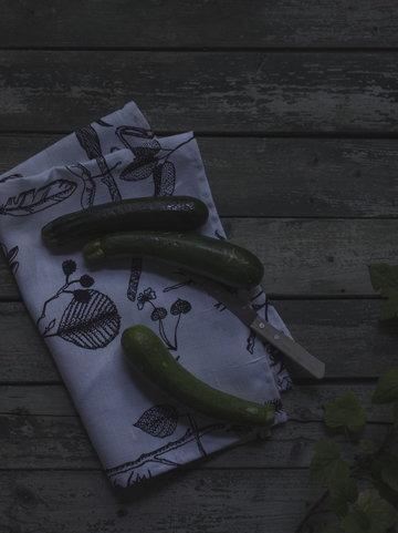 Keittiö Sisustusyksityiskohta Saana ja Olli Valkoinen Myrskyn jälkeen
