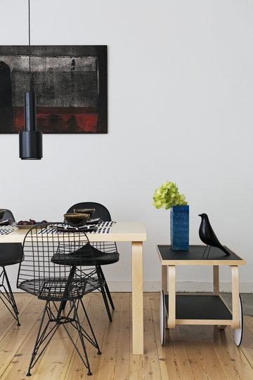 Ruokailutilat Artek Vitra Musta Luonnonväri Koivu Puu Alumiini Aalto tarjoiluvaunut Aalto pöydät Aalto valaisimet