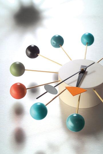 Sisustusyksityiskohta Vitra Monivärinen Metalli Vitra kellot