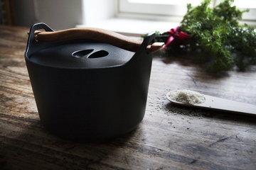 Keittiö Joulu Talvi Iittala Muuto Musta Luonnonväri Valurauta Pyökki Sarpaneva
