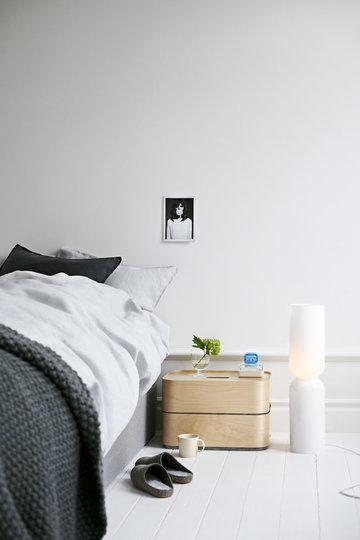 Makuuhuone Iittala Valkoinen Sininen Harmaa Kirkas Keramiikka Lasi Koivu Teema Vitriini Lantern Vakka Lempi