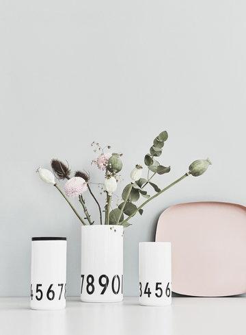 Viherkasvit Sisustusyksityiskohta Kesäkoti Design Letters Musta Luonnonväri Keramiikka Puu AJ keittiö