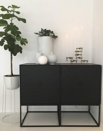 Viherkasvit Joulu Kynttilät By Lassen Menu STOFF Copenhagen Musta Valkoinen Kromi Saarni Teräs Metalli Frame Wire