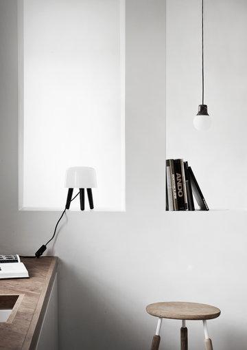 Dettaglioarredamento &Tradition Nero Bianco Frassino Marmo Rovete Milk Mass Light
