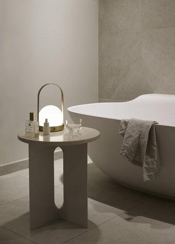 Kylpyhuone Menu Valkoinen Messinki Teräs Marmori