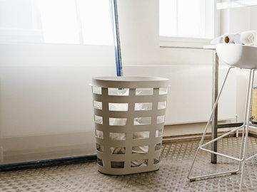 Kylpyhuone Hay Harmaa Valkoinen Muovi Metalli About a Chair