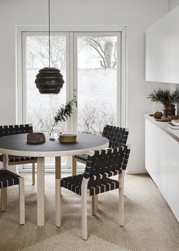 Keittiö Ruokailutilat Artek Musta Koivu Alumiini Aalto pöydät Aalto valaisimet
