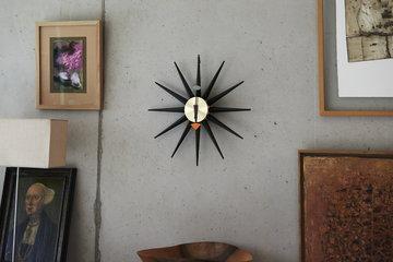 Sisustusyksityiskohta Vitra Musta Puu Vitra kellot