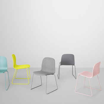Muuto Visu tuoli, metallijalusta, valkoinen