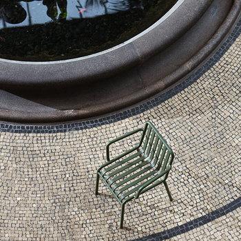 Hay Palissade käsinojallinen ruokapöydän tuoli, kermanvalkoinen