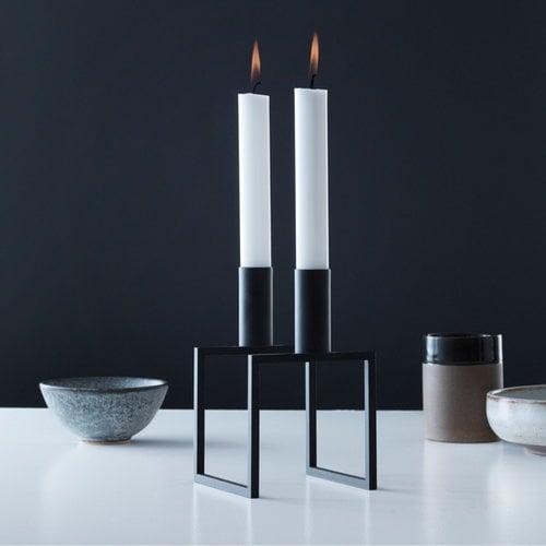 By Lassen Line kynttil�njalka, musta