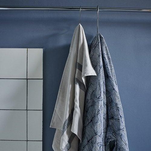 Skagerak Stripes k�sipyyhe 50 x 100 cm, kerma / tummansininen