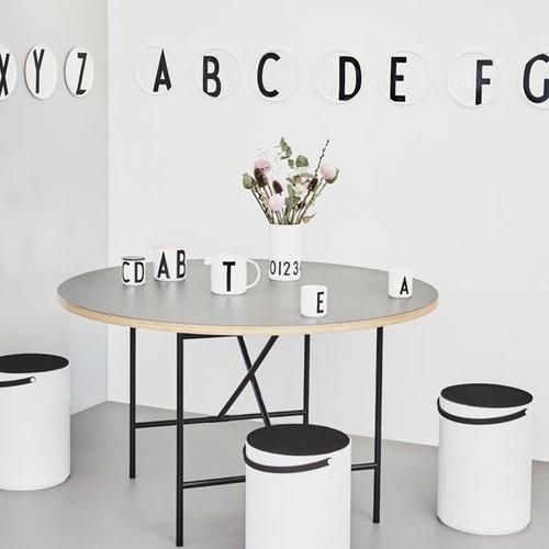Design Letters Arne Jacobsen lautanen A-Z