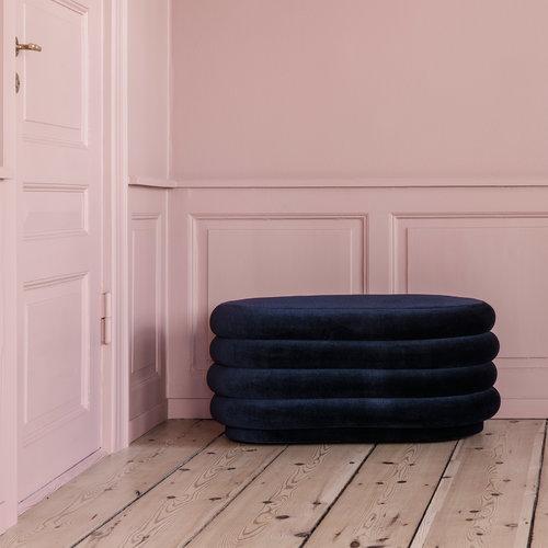 Ferm Living Pouf Oval, keskikokoinen, tummansininen