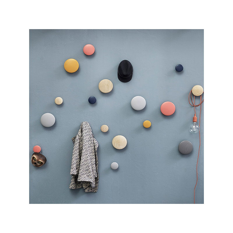 muuto the dots ripustin tummanharmaa finnish design shop. Black Bedroom Furniture Sets. Home Design Ideas