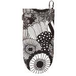 Pieni Siirtolapuutarha oven mitten, black - white