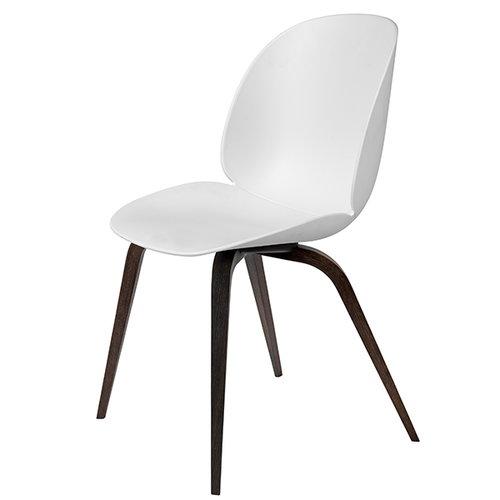 Gubi Beetle tuoli, savustettu tammi / valkoinen