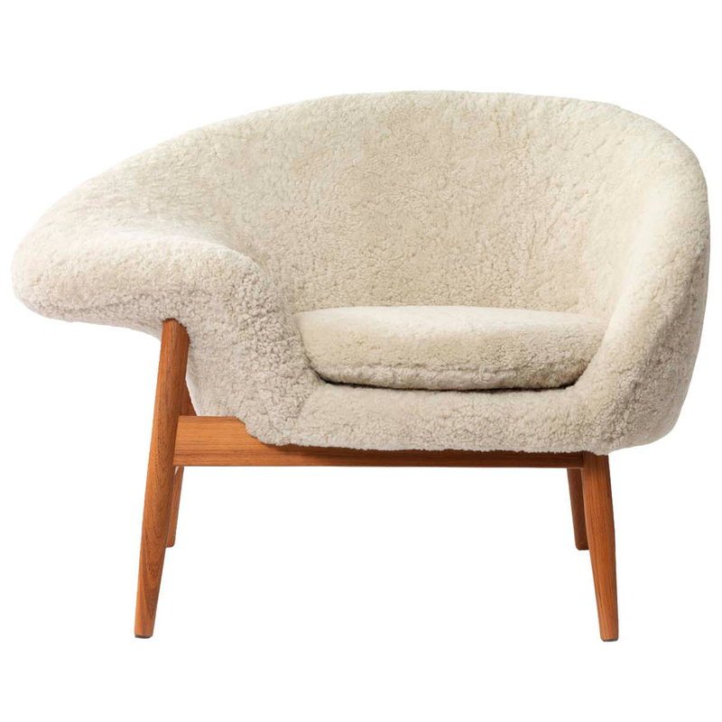 Warm Nordic Fried Egg lounge chair, Moonlight sheepskin